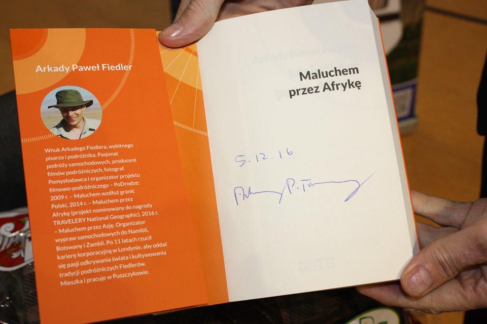 Książka Maluchem przez Afrykę z autografem