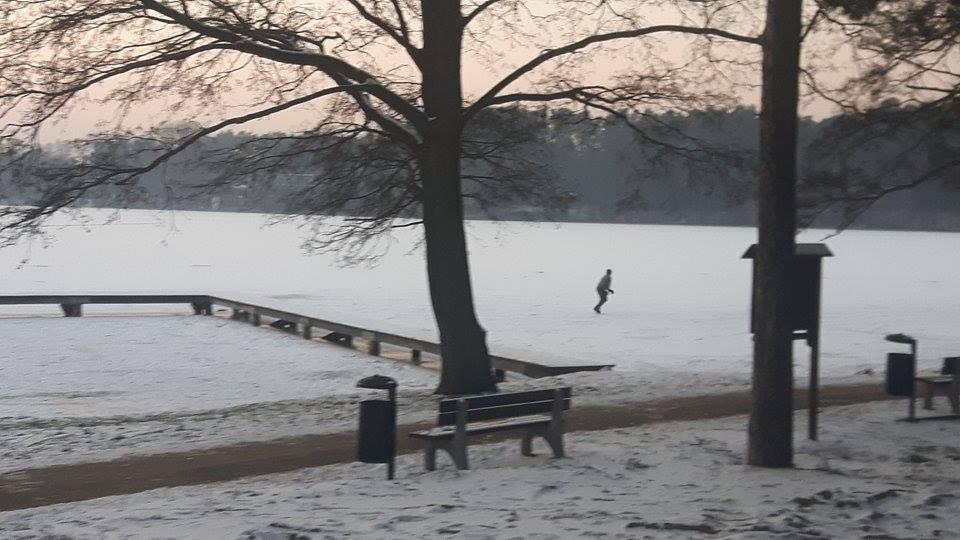 łyżwy na jeziorze