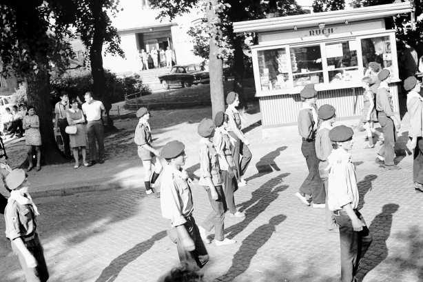 Lato 1970 - przemarsz harcerzy